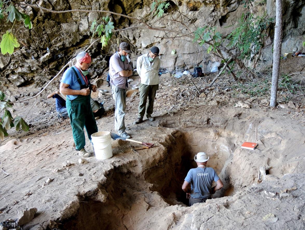 Раскопки в пещере Эль-Аброн, 2019 год. Фото Е.В. Сыромятниковой.